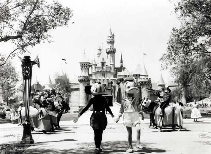 1955年のミッキーとドナルドダック