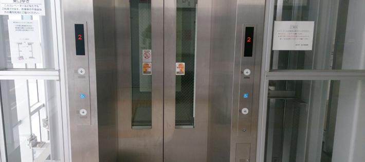 エレベーターに41時間閉じ込められた男の動画が話題に