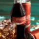 コーラの缶とペットボトル、同じ飲み物なのに味が違うのなぜ!!