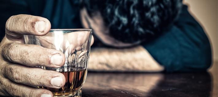 世界一アルコール度数の高い酒ランキング